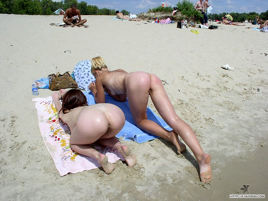 lesiban-english-girl-nude-on-beach-black-sex-amateur