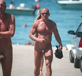 xxx-men-muscle-nudist-at-beach